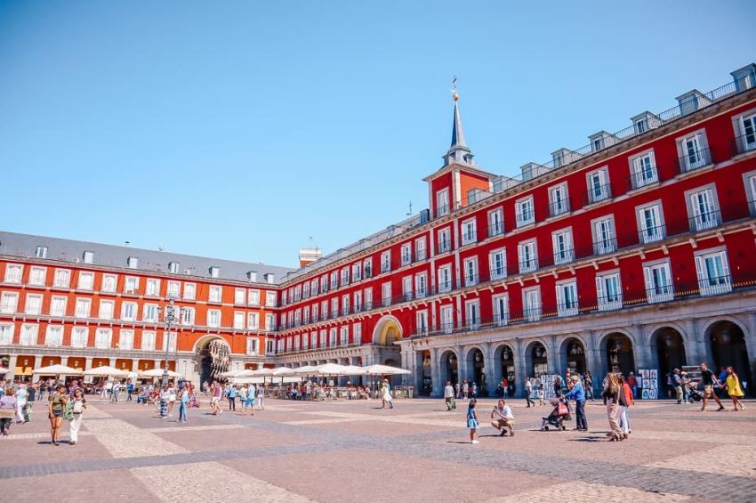 balade sur la plaza mayor de madrid
