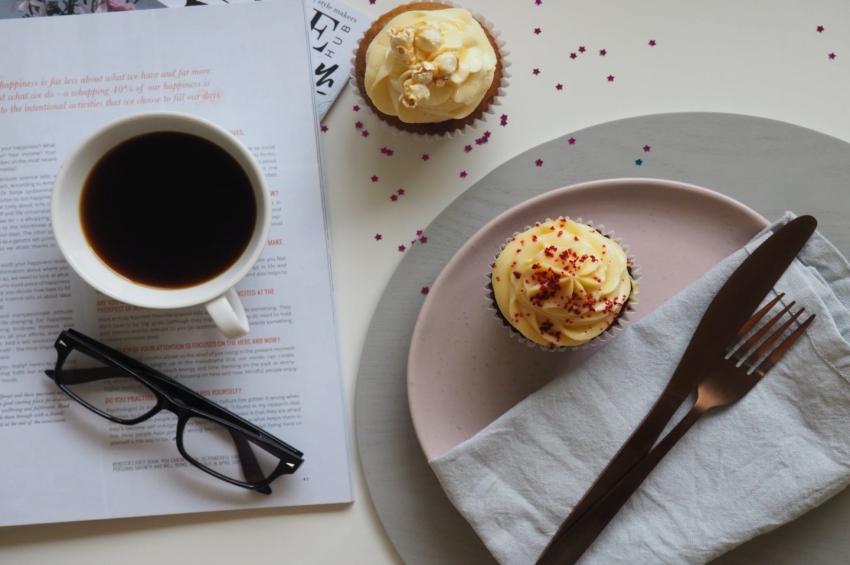 degustation de cupcakes dans un petit restaurant a la rochelle
