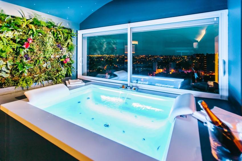 hotel de luxe avec jacuzzi et vue sur les toits de toulouse