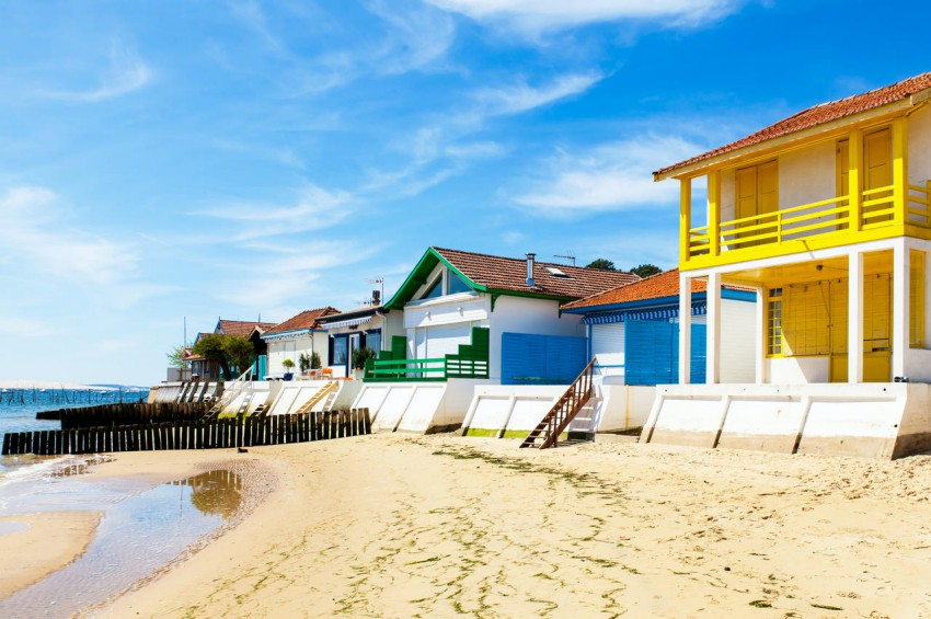 maisons colorees sur la plage darcachon