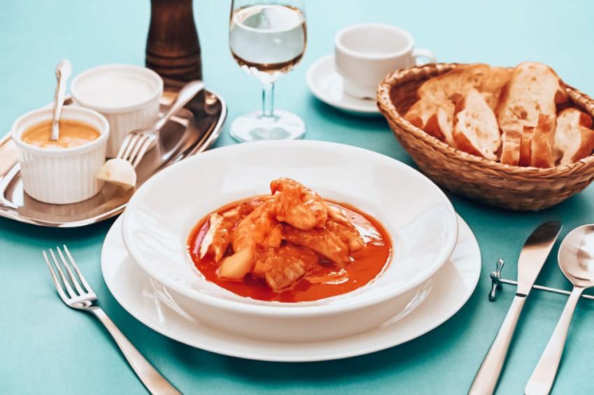 repas dans un restaurant de marseille