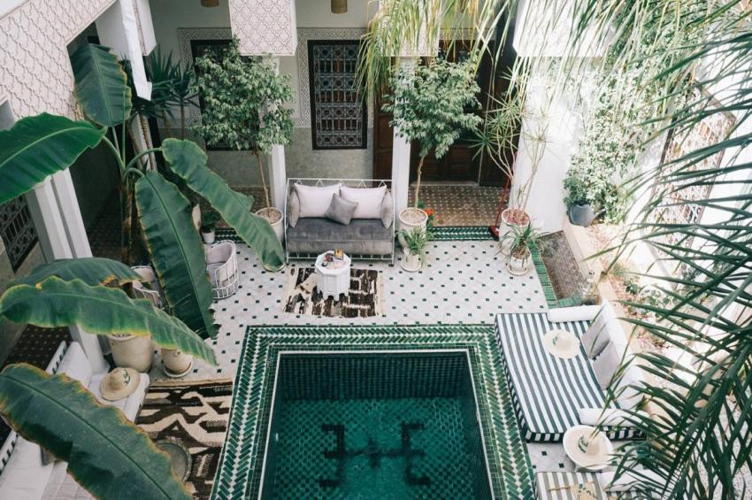 riad yasmine avec piscine et matelas a marrakech