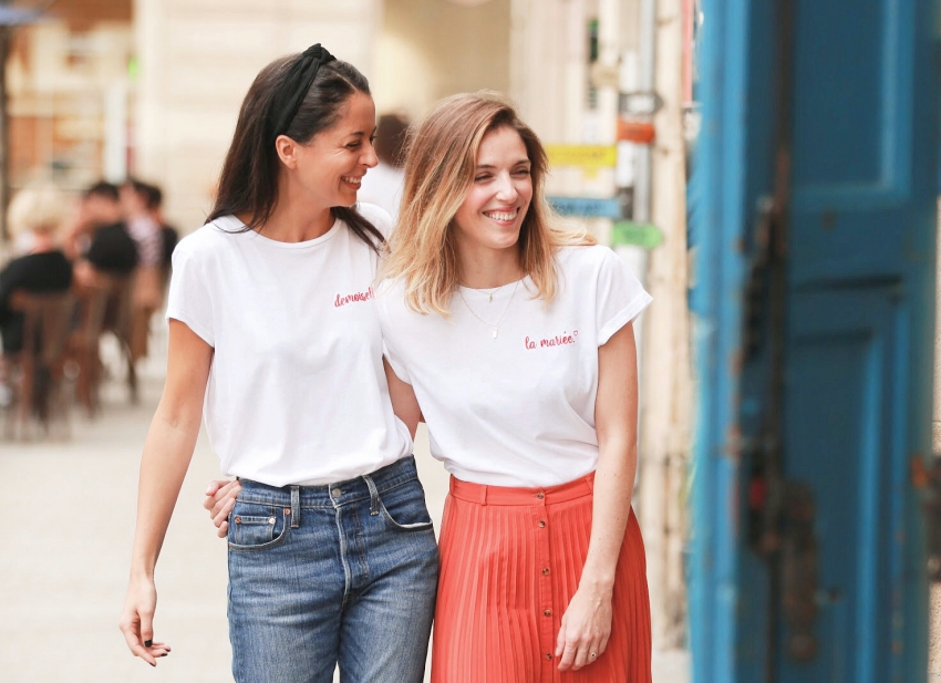 deux copines avec les meilleures tenues pour un evjf