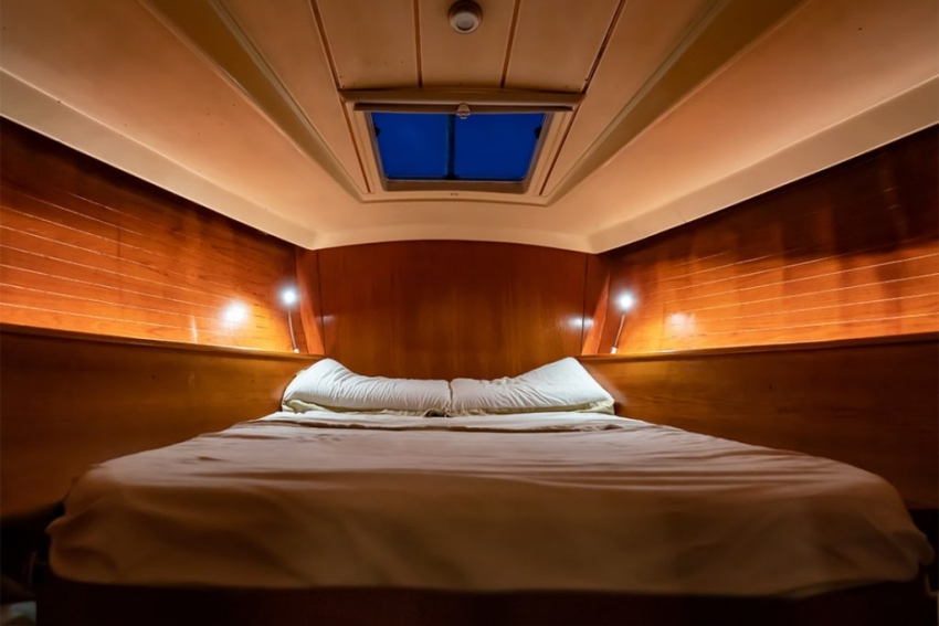 couchage lit double a linterieur dun bateau
