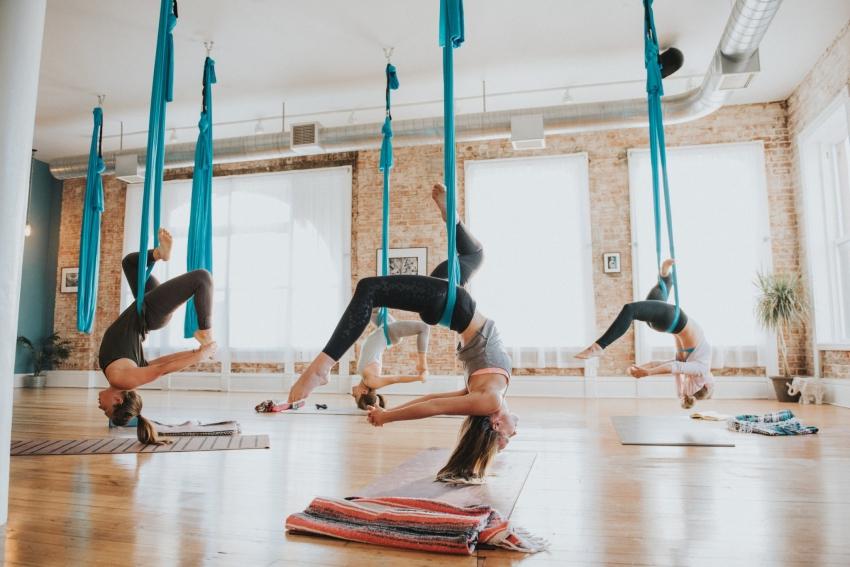 cours de yoga aerien evjf paris