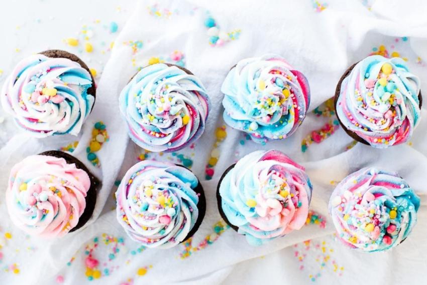 cupcakes bleu et rose decores