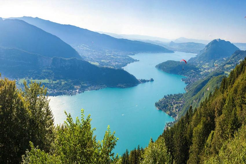 vue panoramique du lac dannecy parapente et grand soleil