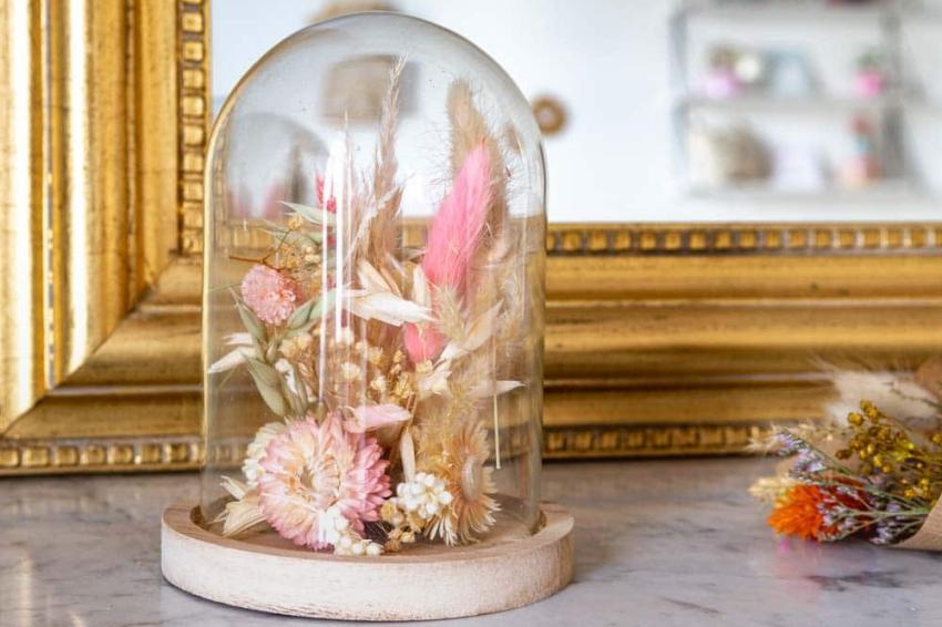 atelier diy creation dun cloche de fleurs sechees pour un evjf