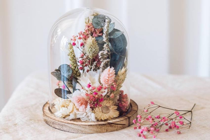 cloche en fleurs sechees