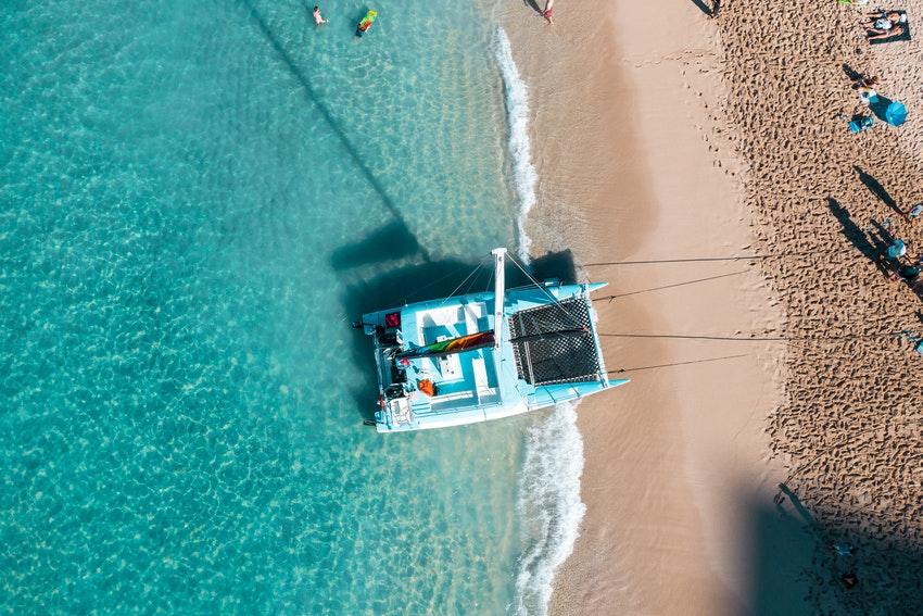catamaran au bord de plage