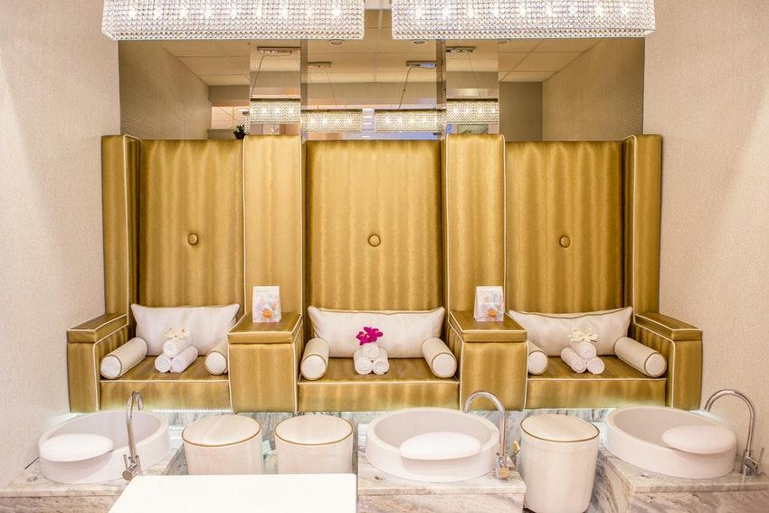 fauteuils dores institut de beaute