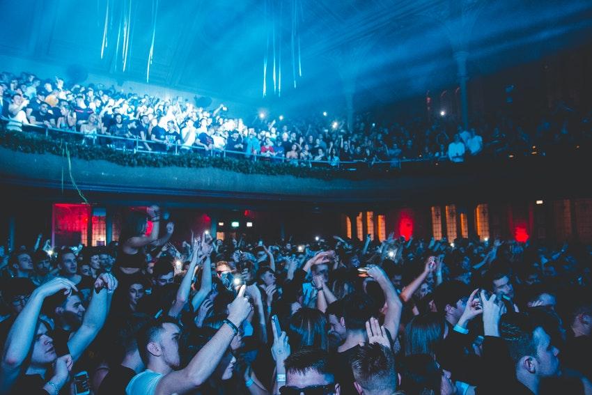 foule dans une salle de spectacle