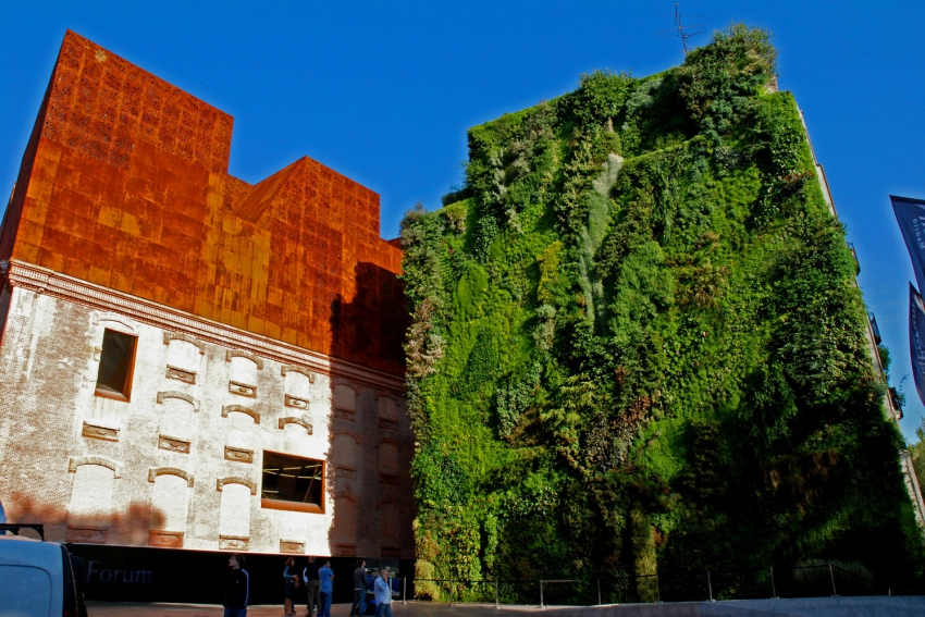 monument architectural a madrid le caixa forum