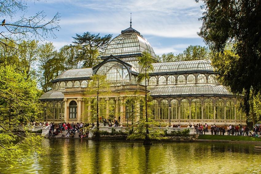 palais verre retiro au parc el retiro de madrid en espagne