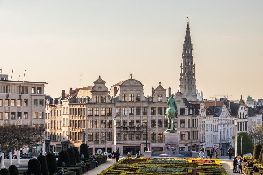 vue de la ville de bruxelles et sa cathedrale
