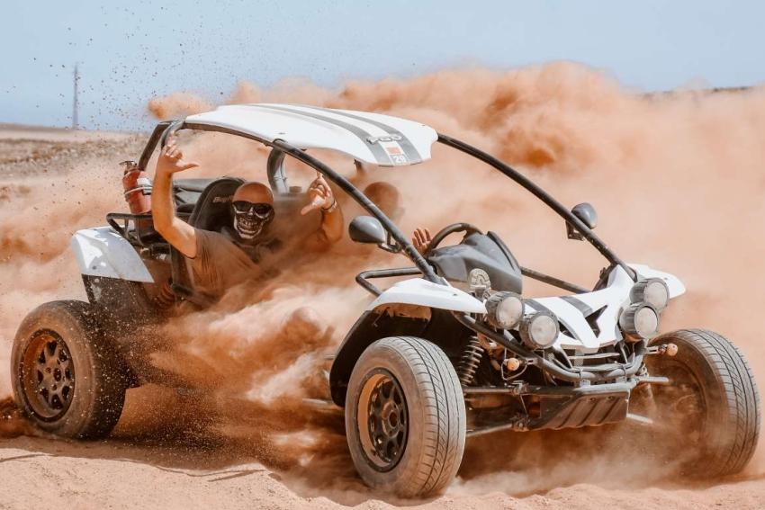 buggy dans le desert