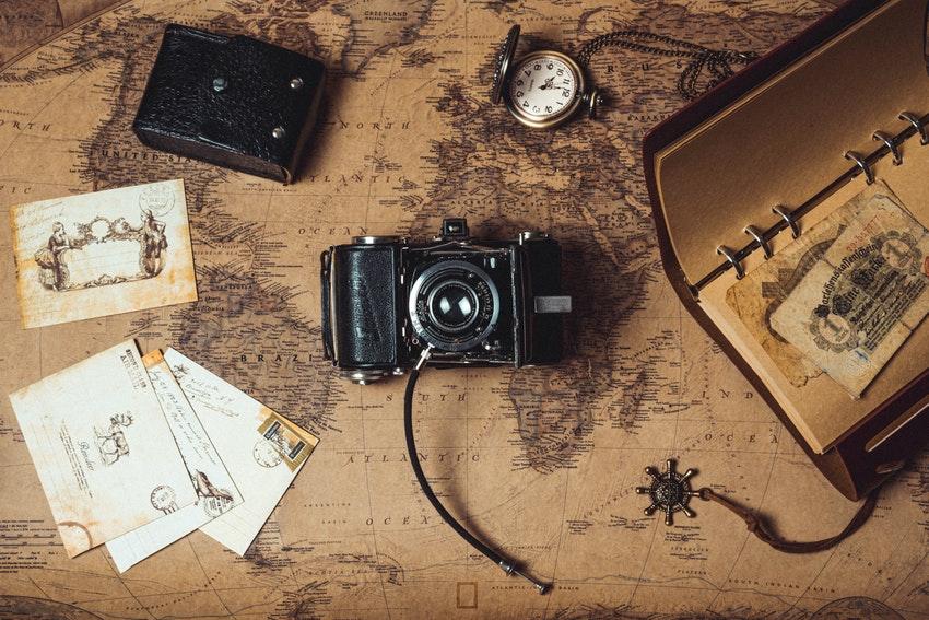 carte du monde appareil photo carte postale