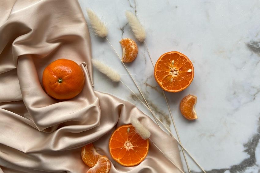 linge d esoie fleurs sechees et orange coupee