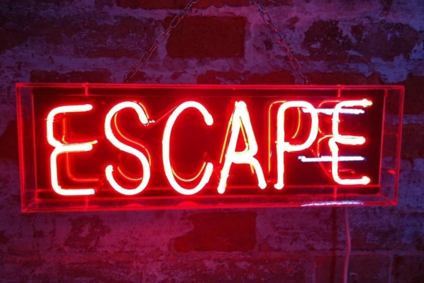neon rouge escape
