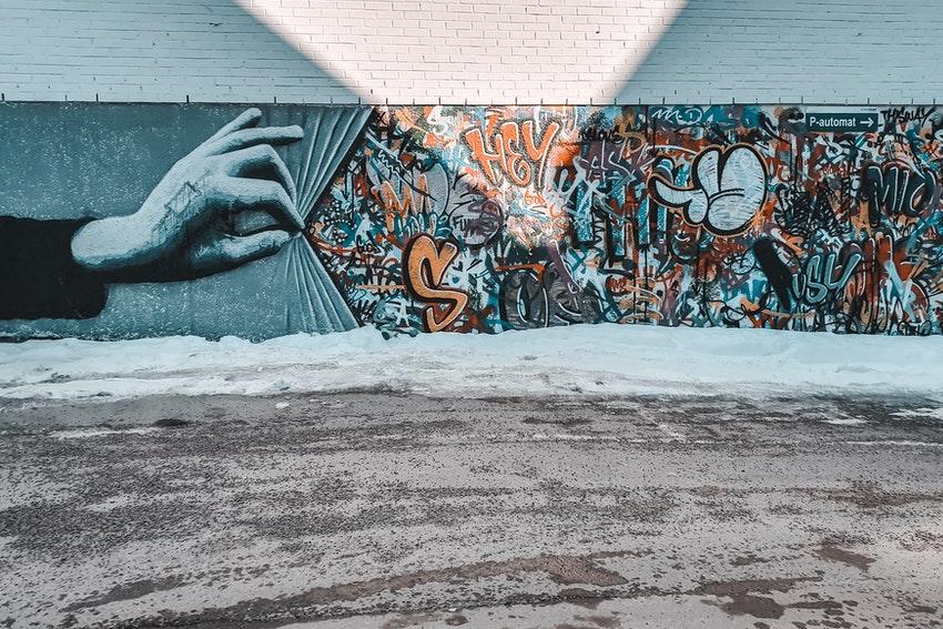oeuvre de street art sur un mur exterieur