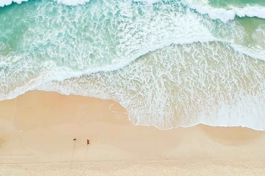 plage et mer vue du ciel