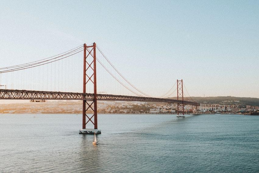 pont au dessus du taje a lisbonne
