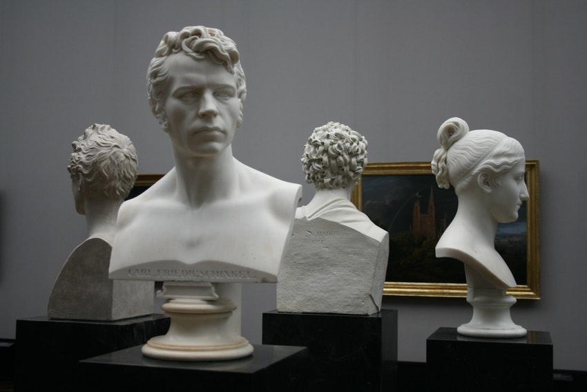 statue de la renaissance exposees dans un musee